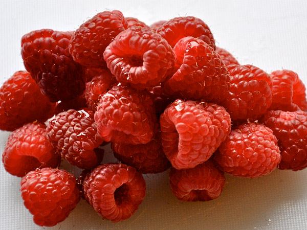 Raspberries - image | K. Kendall (http://s3.amazonaws.comwww.flickr.com/photos/kkendall/4398994425/)