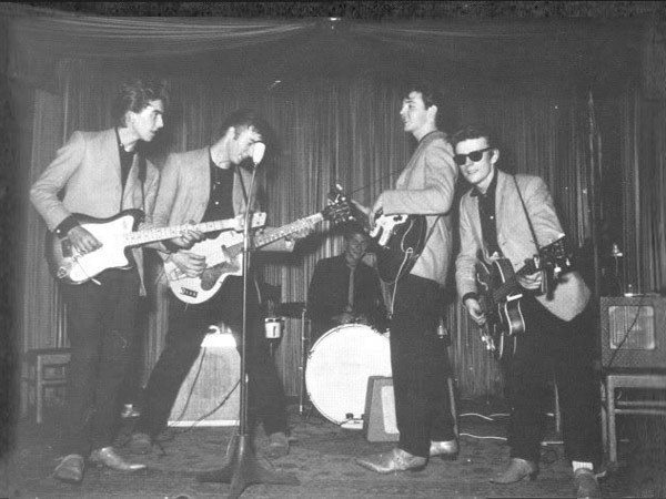 The Beatles (Johnny and the moondogs) - Hello little girl ...