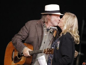neil-young-pegi-young-2010-10-23-22-10-35