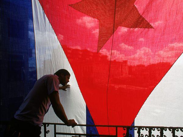 large-cuban-flag_10842_600x450