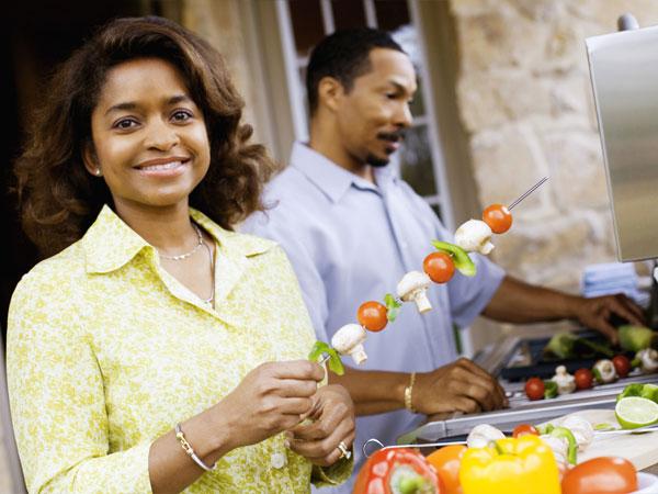 women-heart-healthy-food-tomatoes-86535436