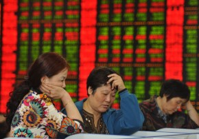 Investors check share prices in a stock firm in Fuyang, east China's Anhui province on June 29, 2015. Chinese shares plunged in morning trading on June 29, extending losses from the past two weeks despite a surprise interest rate cut at the weekend.    AFP PHOTO   CHINA OUT        (Photo credit should read STR/AFP/Getty Images)